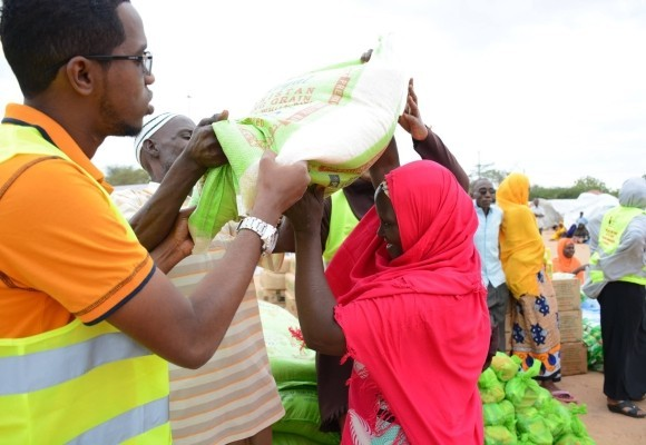 Photo Friday: Distributing food and supplies to Kenya flood victims